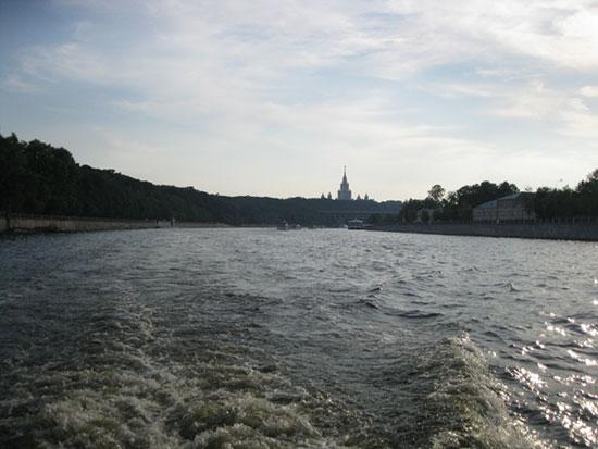 МГУ и Воробьёвы горы остались далеко позади