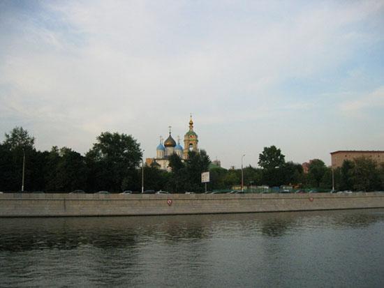 Колокольня и храм Новоспасского монастыря, вид с Москвы-реки